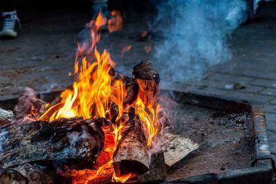 火 炎 焚き火