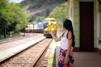 女性 旅 電車