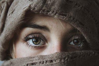 女性 目 ターバン